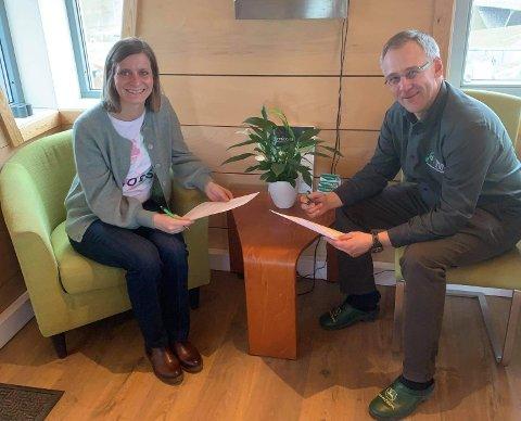 Avtale: Karianne Hauge, daglig leder i Erik Hauge Transport AS og Tore D. Carlsen, daglig leder i Maskin og Utemiljø AS.