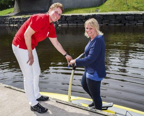 Tråkkebrett: Den nye nyheten i Ørje denne sommeren er de nye tråkkebrettene man kan leie. – Jeg er så glad for at jeg hoppet i det og prøvde dette! Det var supermoro, smiler Marit Espelund (42) fra Marker.