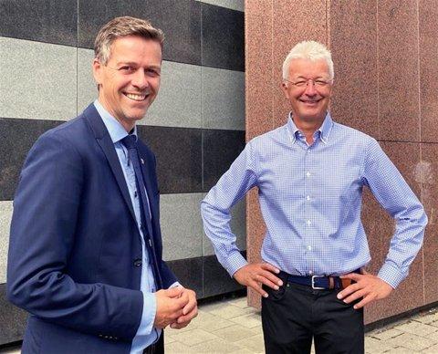 VÅR TUR: - Det er Vestland sin tur no, sa fylkesordførar Jon Askeland i møtet med samferdselminister Knut Arild Hareide. (Foto: Kommunikasjon Vestland fylkeskommune)