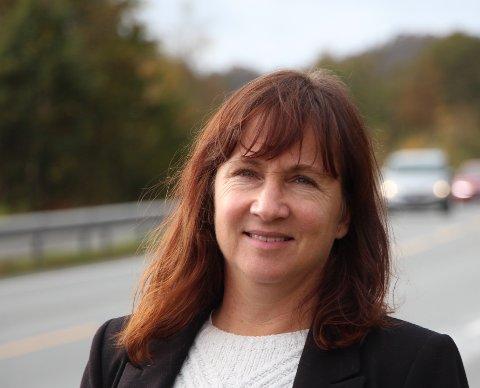 FORNØYD: Strand-ordfører Irene Heng Lauvsnes er glad for at Helgøy Skyssbåt nå skal innom Tau og Jørpeland på vei til Lysefjorden og håper flere strandbuer benytter anledningen til å oppleve Flørli.