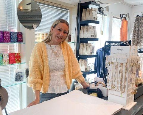 Lise Hellum hos Drømmeboden Interiør kommer ikke til å ha trøbbel med å få tak i en sommervikar.
