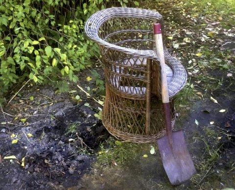 UFYSELIG: Kurvstolen i hagen brukte polakkene som toalett. Avfallstoffene gravde man ned i jorda.