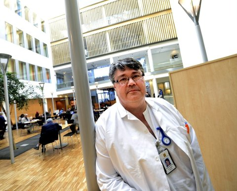 VASKINE: Fagdirektør ved Sykehuset i Vestfold, Jon Anders Takvam, påpeker at massevaksinering ikke nødvendigvis betyr at vi er ferdige med koronarestriksjonene.