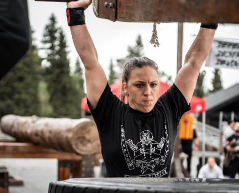 STERK: Cecilie Lauvstad-Wormdahl, opprinnelig fra Porsgrunn, bosatt i Drammen, vant en av klassene i«Strongwoman» på Arena Fefor på Vinstra i helga.