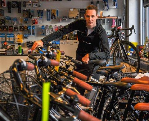 Sykkelhjul. Sykkelsalg året rundt. O hjul med din glede. Martin Stendahl i Veloshop, Tønsberg.
