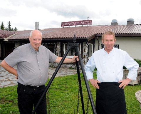 Kjøkkensjef: Trønderen Geir Hartmann (t.h.) lager maten på Valdres Høyfjellshotell, mens Kåre Skutle Høvik startet som hotellsjef 1. mai.