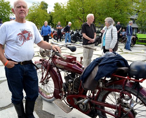 Eldste deltakar: Vel å merke motorsykkelen, frå 1916. Eigaren Rolf Vold, frå Raufoss, fortalde at det er mekanikken i køyretøyet som fasinerer han. Lykta på bakhjulet går på parafin, kunne han opplyse om.