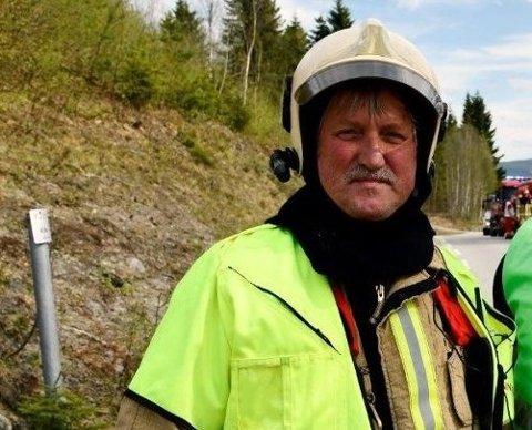 Jan Rustøe er i gang med opplæring av nye røykdykkere.