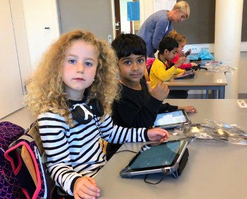 PIONÉRER: Lotte Strosche og Shaun Veer Singh er godt i gang med iPadskole.