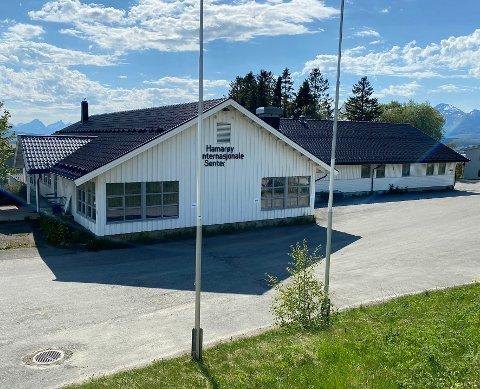 På vent:Spørsmålet om hva som skal skje med det som en gang var Hamarøy Gjestegård, senere Hamarøy Internasjonale Senter og deretter Sentrum Bofellesskap, er inntil videre satt på vent.