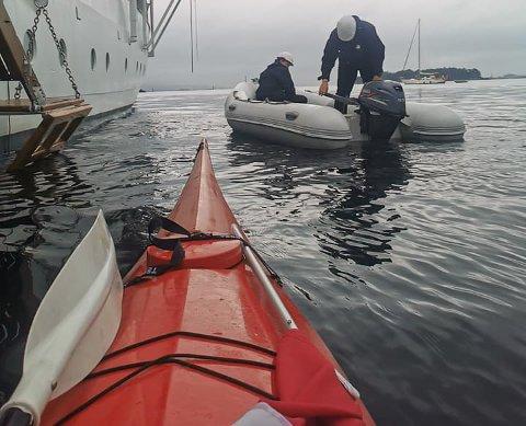 REDNINGSMANN: Atle Kirkebø blei kongeskipets redningsmann då ein av gummibåtane kom på avvege.