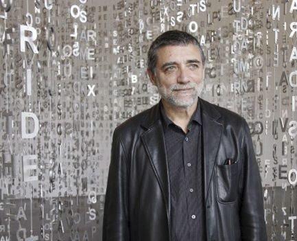 Kommer: Jaume Plensa, som selv skal bestemme formen på monumentet han skal lage til Fredrikstad, er kjent for sine gedigne hodeformede skulpturer. Foto: Hjemmesiden til Plensa