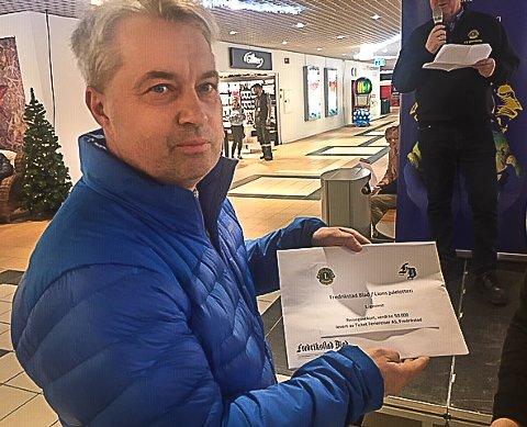 VANT HOVEDGEVINSTEN: Finn Olav Lorentsen vant førstepremien i Lions julelotteri.