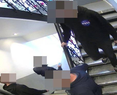 SVINLERNE: Dette er personene politiet mener har svindlet et 70-talls eldre kvinner for nærmere 17 millioner kroner.