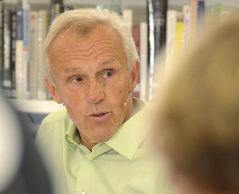 SPURTE: Trygve Brandrud (Sp) spurte fylkesordfører Even Aleksander Hagen (Ap) om han kunne bidra for å få til en mer rettferdig bomløsning på riksveg 4 mellom Lunner og Gran.