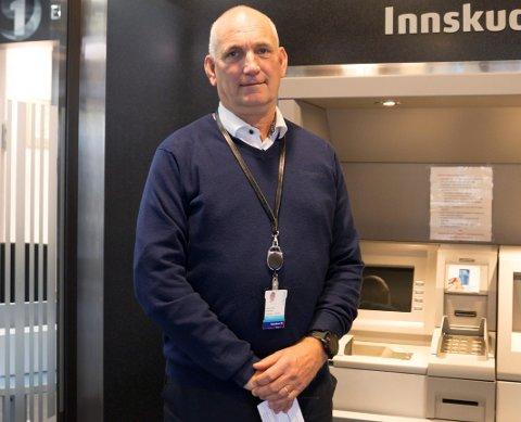 SVINDEL: Fagsjef betalingsformidling i Sparebank 1, Hans Petter Erlandsen forteller at flere lokale kunder har latt seg lure av svindlere.