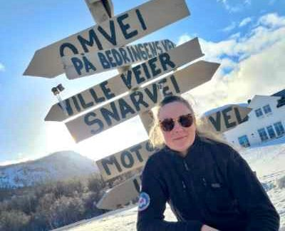 KALTDALEN: Monica Lyngen er hjernen bak skiltet som står i Kaltdalen.