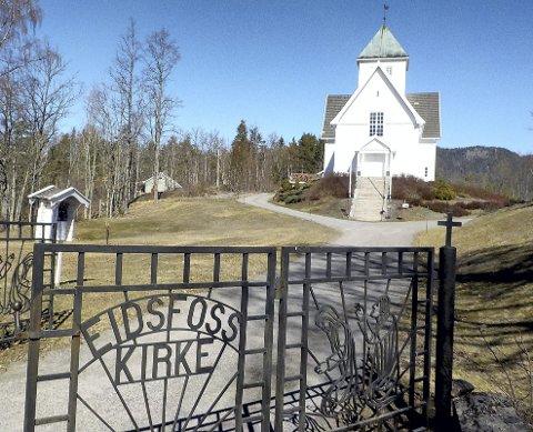 KNAPT SYNLIGE UTVENDIG: Utvendig blir varmepumpene knapt synlige. Innendørs i Eidsfoss kirke vil det bli lettere å få øye på dem. Foto: Lars Ivar Hordnes