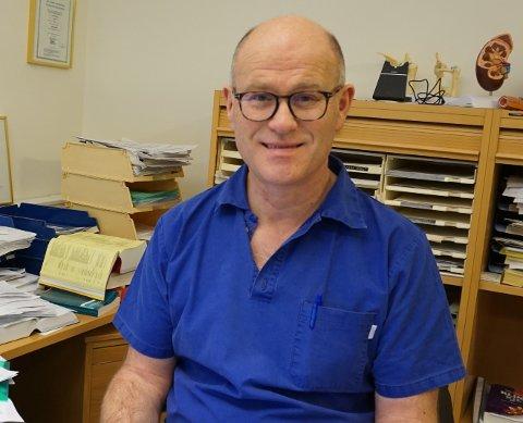 AVDEKKET MANGLER: Ole Johan Bakke er blant legene som har jobbet i førstelinjen gjennom hele korona-pandemien. Nå konkluderer Legeforeningen med at Norge var for dårlig forberedt i møtet med utbruddet.