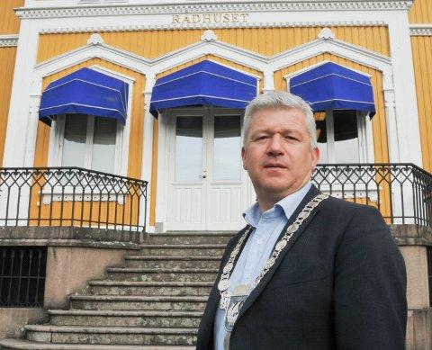 """Kragerøordfører Jone Blikra har fått registrert ordet """"nettbamse"""", som skal være det motsatte av """"nettroll""""."""