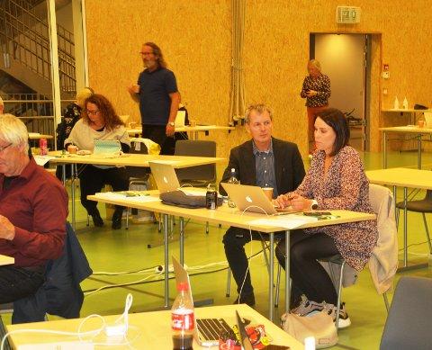 KONTROLL: Marlene Sæthre og Svein Georg Gabrielsen fikk ikke støtte for å oppheve vedtak om Facebook-side og opptak fra møter. Foto: Magnar Johansen