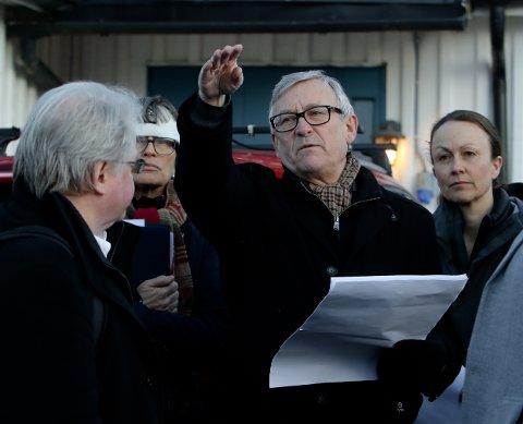 SIKRER SEG: –  Vi borer tett i tett,  prosjekterer og evaluerer. Vi må være sikre på at det vi gjør holder, forklarte prosjektsjef Jarle Midjås Rasmussen. Til venstre for ham dommer Anne Ellen Fossum, til høyre Bane NORs advokat Birgitte Bie Mørkved.