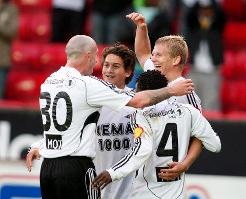Rosenborgs Steffen Iversen (t.h) jubler sammen med Kjell Rune Sellin, Rade Prica (t.v) og Anthony Annan i 2009.