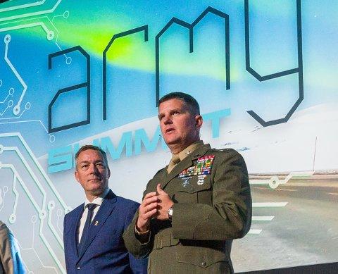 forsvarsminister Frank Bakke-Jensen sammen med oberst John J. Carroll, Jr. fra U.S Marines under konferansen Army Summit denne uka. Foto: Forsvaret