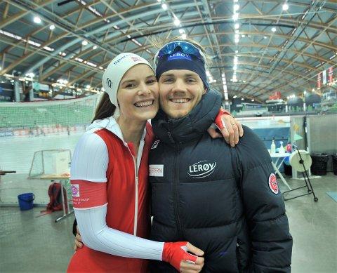 SMILET TILBAKE: Maren Bakken Haugli fikk lokket fram smilet til kjøæresten Kristian Gamme Ulekleiv etter en tung 1500-meter i NM i Vikingskipet.