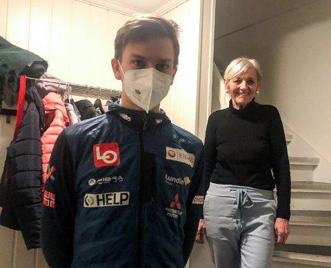 LYKKE TIL: Bestemor Brit Østvold har hatt Benjamin på besøk under hele karantenetida. Nå er barnebarnet klar for skiflyging i verdenscupen.
