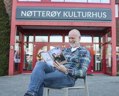 GLEDER SEG: Kulturhussjef Einar Schistad tror vår- og vintersesongen på kulturhuset kan friste med mye for mange.