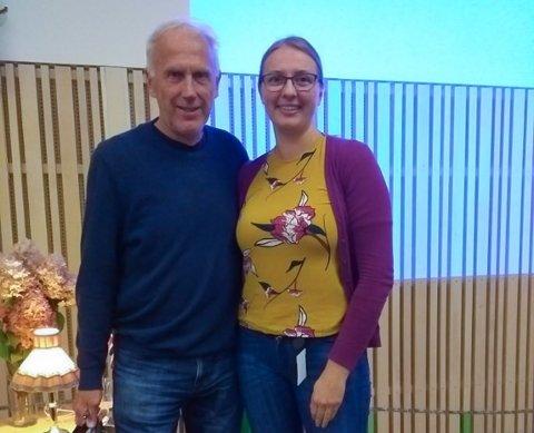 MØTE: Skiløper Oddvar Brå og med fagleder Maud Jeanette Woll ved Rakkestad bibliotek som sto for arrangementet.