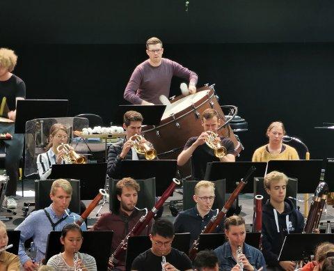 Norgesmester: Torgrim Valrygg (24) spoller slagverk og er Norgesmester i janitsjar. Nå skal han ut på turné i inn og utland med Ungdomssymfonikerne.