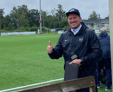 STORSEIER: En blid Turn-trener Joakim Dragsten etter 6-1 hjemme mot Fløya.
