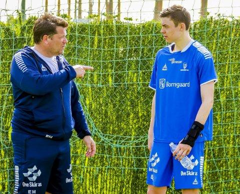 DIALOG: Erik Holtan i samtale med Jørgen Strand Larsen. Foto: Thomas Andersen