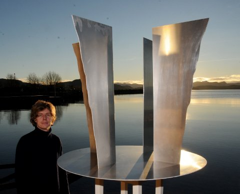 Fire Preikestoler i stål kan bli symbolet på Ryfylke, dersom den lokale kunstneren Stian Heimlund Skjæveland får det som han vil. Han har fått gode tilbakemeldinger på verket sitt.