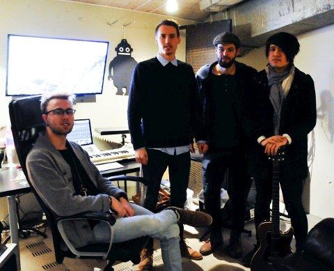 I STUDIO: Produsent Christer Gundersen, Thomas Hogstad, Jostein Fahre og Bao Nguyen. foto: anne lill w. aas