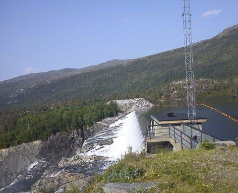 Industri- og næringspartiet (INP) oppfordrer Stortinget til å benytte sin rett til reservasjon mot EUs vanndirektiv. Bildet viser dammen på Gråsjø i Trollheimen. Foto: Erik Husby
