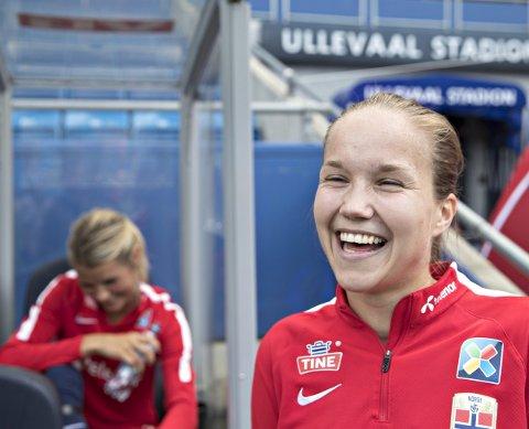 SMILET ER PÅ PLASS: Guro Reiten har hatt en topp sesongen i serien. Nå håper hun på spilletid i fotball-EM for kvinner. Foto: Terje Pedersen, NTB Scanpix