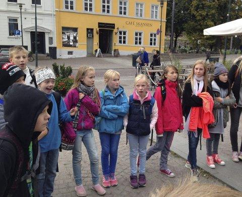 Dal skole: Her en del av gruppen elever som dro på spøkelsestur til Oslo.