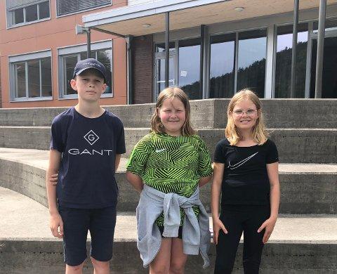 VINNERNE: Hjalmar (7. klasse), Julie (5. klasse) og Hennie (5. klasse) vant tegnekonkurransen i forbindelse med utbyggingen av Apalvika.