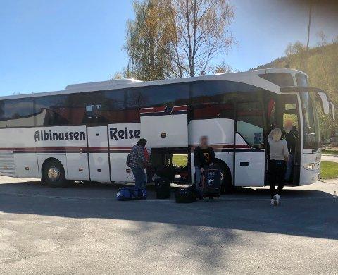 Tirsdag kom bussen tilbake til Saltdal etter den avbrutte klasseturen til Lofoten.