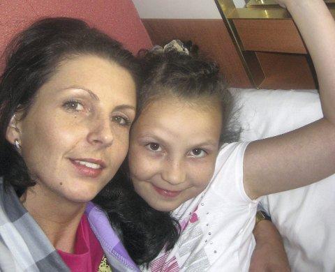 VOND tid: Kristina Sviglinskaja har hatt noen tunge år etter at datteren Monika ble funnet død på Sotra i 2011. I kveld forteller hun om sorgen, etterforskningen og marerittet hun opplevde i en TV 2-dokumentar.FOTO: Privat