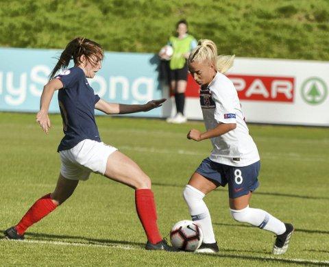 Arna-Bjørnars Rikke Nygard er en av nøkkelspillerne til Norges J19-lag, men etter  3-3 mot Frankrike er EM over for denne gang.
