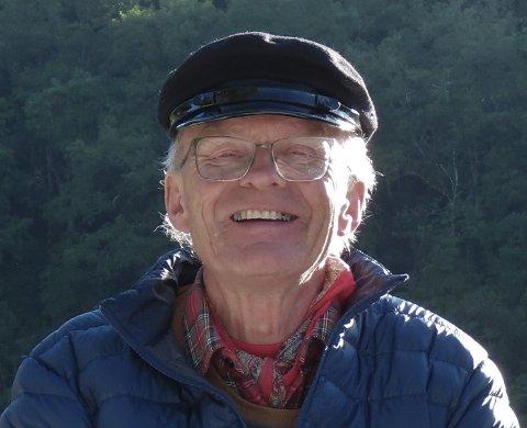 PÅ SPORET ETTER OLAV: Kjell Bjørka, historie interessert prest, har oppdaget noe virkelig spennende ved Olberg.