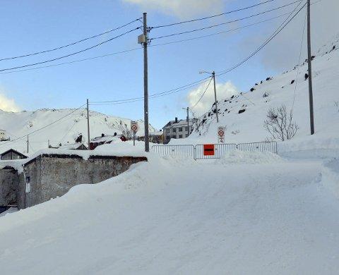 Rasfare: Veien til Holmbukt ble stengt i fjor vinter på grunn av rasfare. Det gikk også flere ras i dette området forrige vinter. ARKIVFOTO.