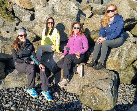 Den gjengen som er på bilde fra venstre er Siri Lyngedal, June Alseth, Kristine Salvesen Norland og Karin Rustad. De som også er med på barnas turlag men ikke er på bilde er Angela Einvik, Ruben Alseth og Øyvind Lyngedal.