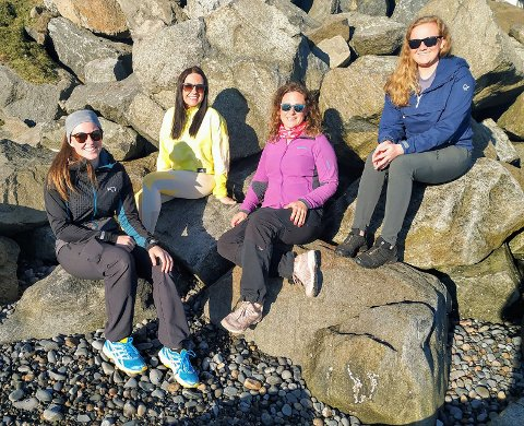 Den gjengen som er på bilde fra venstre er Siri Lyngedal, June Alseth, Kristine Salvesen Norland og Karin Rustad. De som også er med på barnas turlag men ikke er på bilde er Angela Einvik, Ruben Alseth og Øyvind Lyngedal. Foto: Barnas turlag