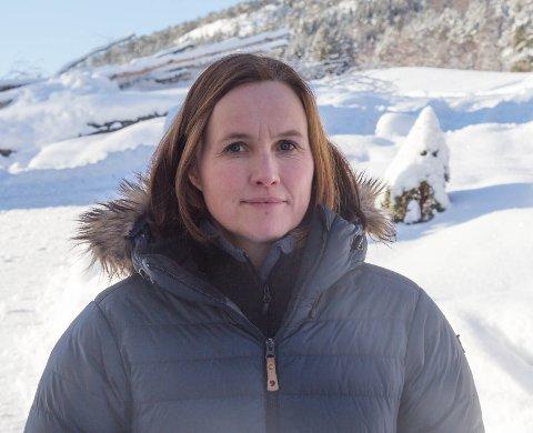 ÅTVARAR MOT VINDKRAFT: Ingunn Kjelstad heime på garden sin på Sande i Sunnfjord