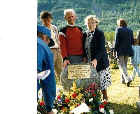 Her er minnestenen i Mandalen. Peder og Sigrund Nilssen var på plass da den ble avduket 1989, året etter Jan Baalsruds bortgang, og to etter hans siste besøk i Toftefjord.